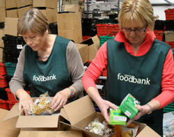 NorwichFoodbankPacking540