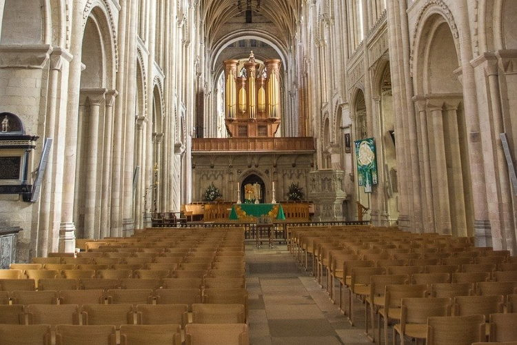 norwich cathedral empty 750pb