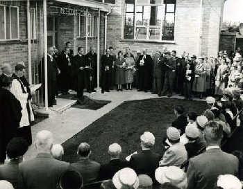 WroxhamRdOpening1958